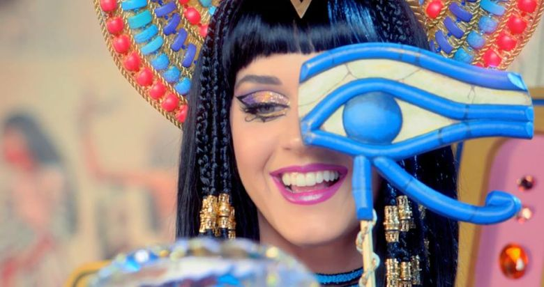 Katy Perry Juicy J videoclip Dark Horse