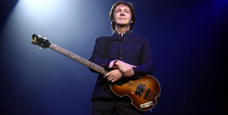 Paul_McCartney_black_and_white_2010