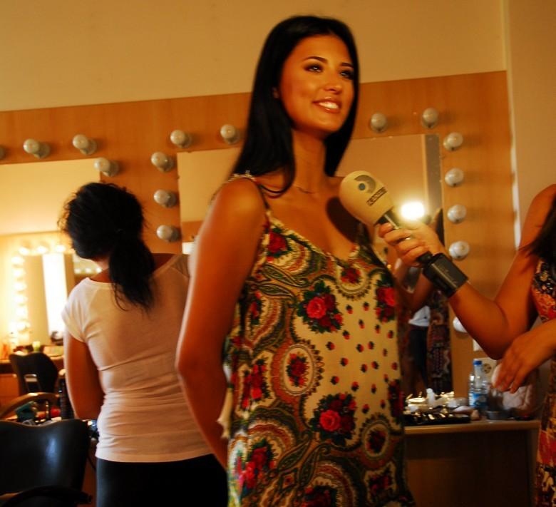 Antonia, in D-Paparazzi
