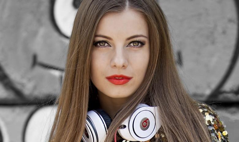 Ioana_Ca_La_Metrou_lyric video