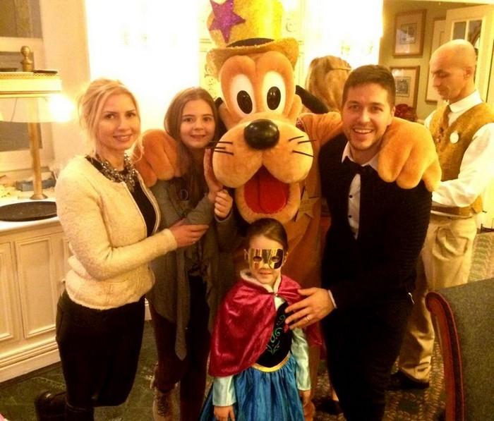 Jorge-Disneyland-familie-Pluto