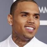 Trei tablouri pictate de Chris Brown, vândute la licitaţie pentru peste 60.000 de dolari
