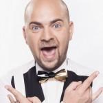 Cosmin Seleși vrea să salveze țara de tristețe printr-un show de stand-up comedy