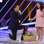 """""""Next Star"""": Dan Negru primește flori din Malta și dăruiește țuică de prune oaspeților englezi"""