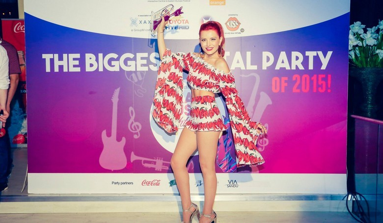 Elena Gheorghe cat music viral