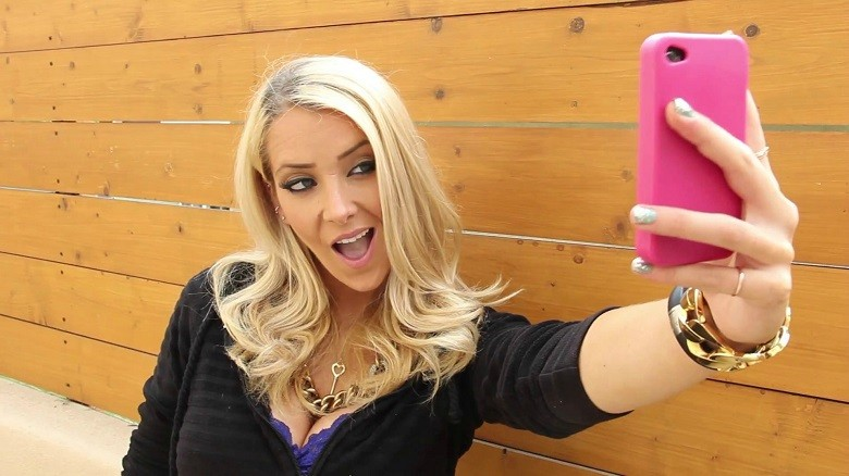 Jenna Marbles selfie Madame Tussauds