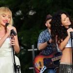 """Alexandra Stan şi Inna au prezentat o versiune live, de vară, a piesei """"We wanna"""""""
