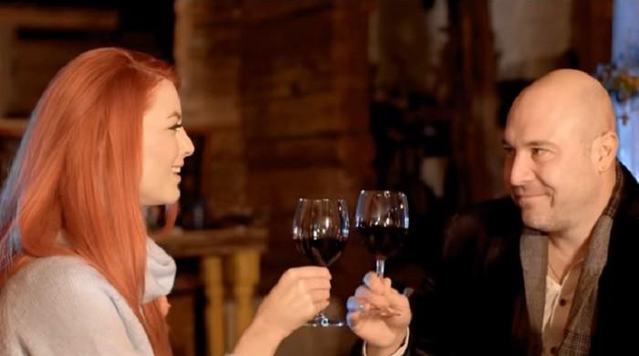 bere gratis elena gheorghe videoclip iarna ne-a surprins indragostiti