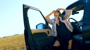 cristina dorobantu in videoclipul lui phelipe
